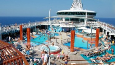 royal-caribbean-deck-pool-RCCL