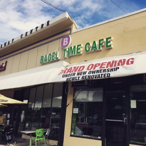 bagel-time-cafe-kosher-miami-outside