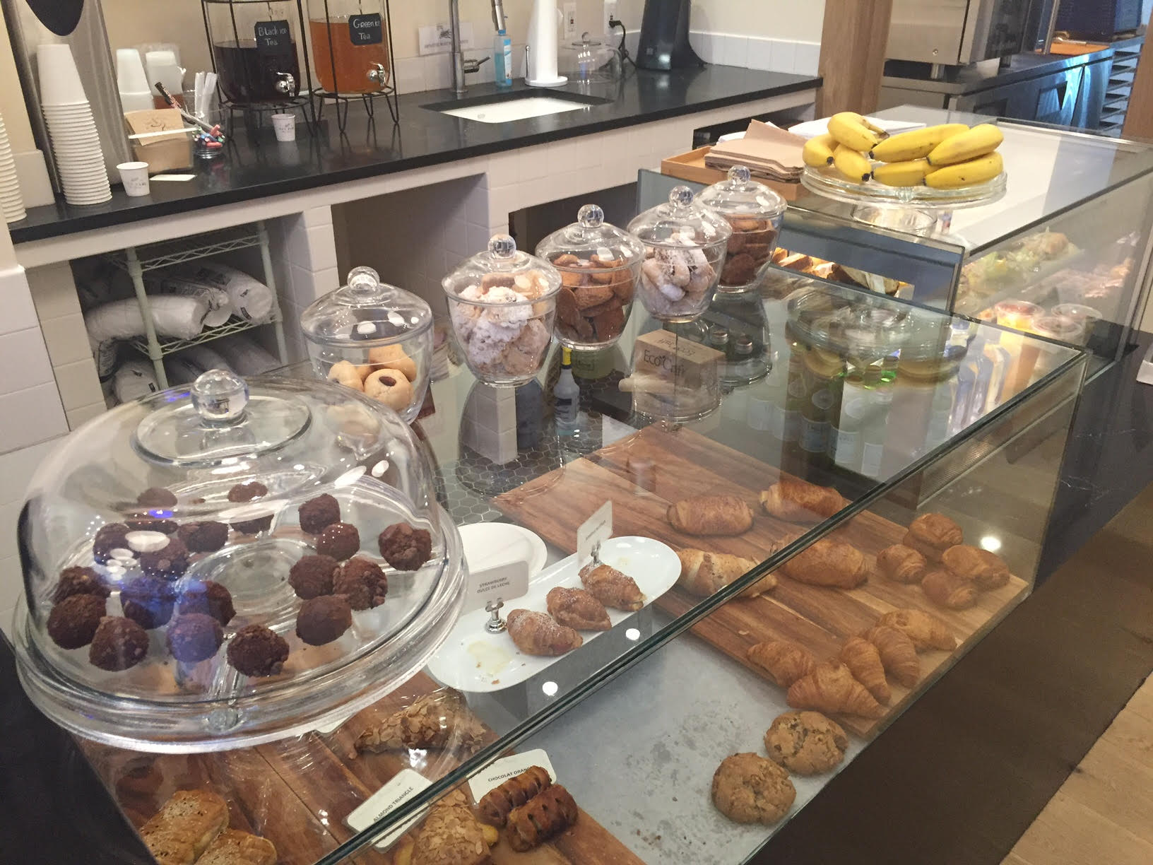 cafe-bari-kosher-midtown-nyc-pastries