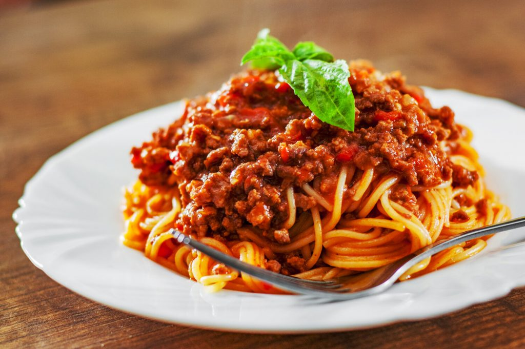 spaghetti bolognese on a wooden table